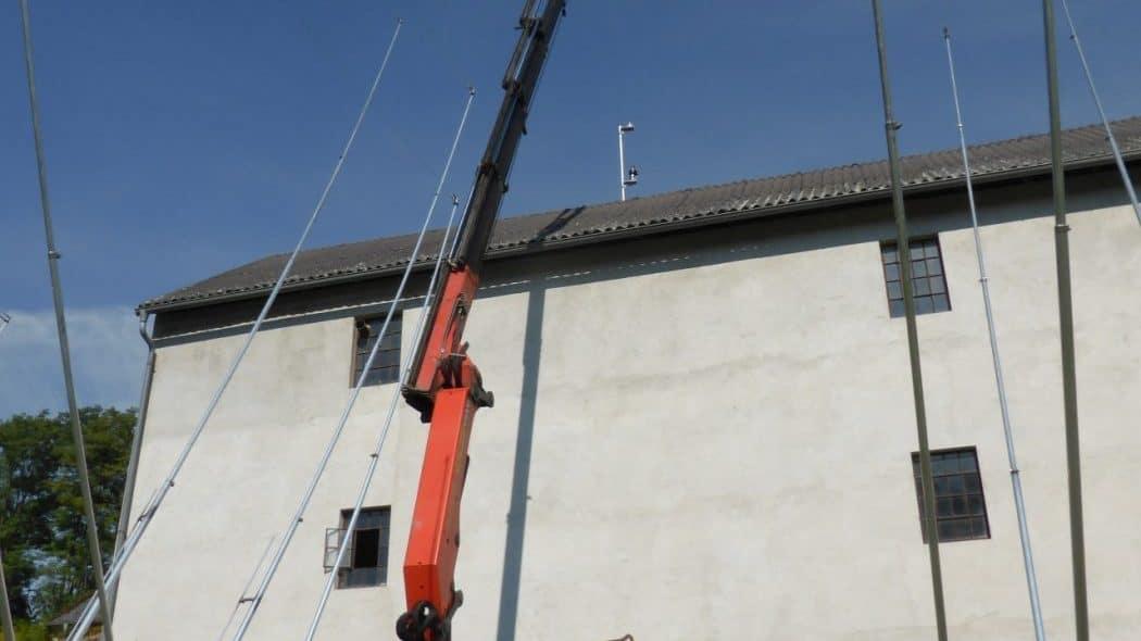 crane-truck checking height